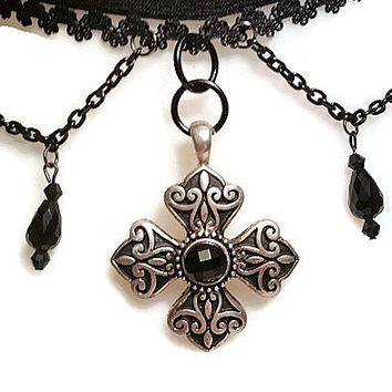 MALTESE CROSS CHOKER