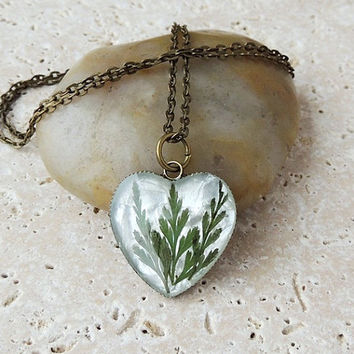 Fern Pendant, Dried Pressed Leaf in Resin, Botanical (E0376)