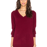 Asher Cashmere Classics V-Neck Sweater in Oxblood