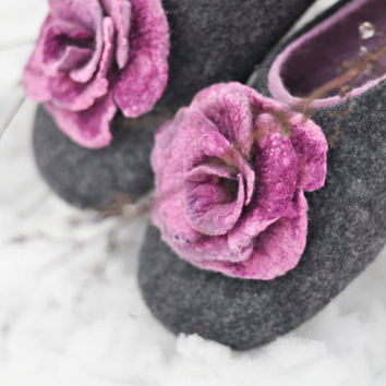 Felted slippers for women - Gray & Lilac - Made to order - Wool wearing / Silk flowers / Handmade / Home shoes