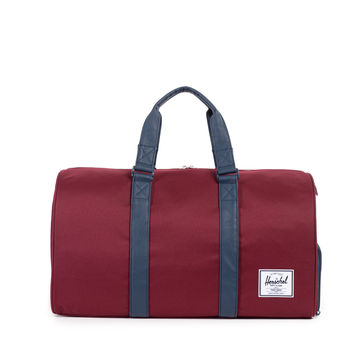 HERSCHEL SUPPLY CO NOVEL DUFFLE IN WINDSOR WINE/NAVY