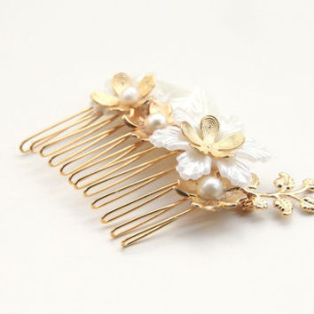 Bride hair comb - White Beads and 24k gold plated Bridal hair comb - Victorian shabby chic vintage style