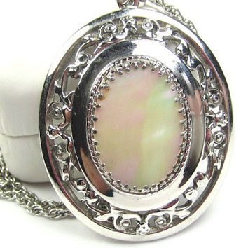 Whiting and Davis Mother of Pearl Pendant Necklace 1950s Winter Fashion Vintage Jewelry