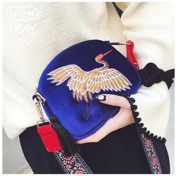 New Coming design Women's mini Shell bag velvet tassel clutch bag Hand embroidery Cranes retro Wide shoulder strap shoulder