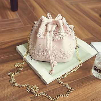 New Famous Brand Women Messenger Bags Fashion Lace PU Leather Handbag Shoulder Bags Tote Purse Messenger Satchel Bag Cross Body