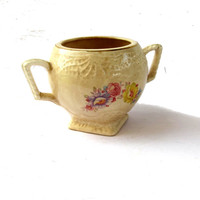 Sugar bowl. Vintage sugar bowl. Trinket dish. Trinket bowl. Ceramic sugar bowl. Footed bowl. Floral gold trim dish.