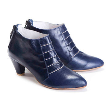 SALE 30% Discount // Last Pair! EU 42 US 10 // Womens Mid-Heel Dark Blue Leather Ankle Boot
