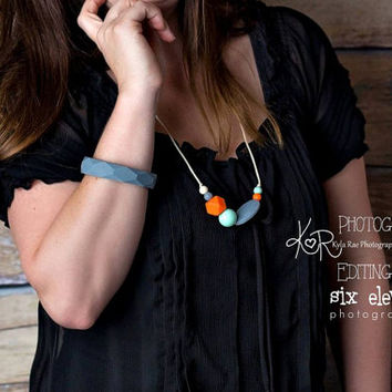 Silicone Teething Necklace & Bracelet for Mom - Silicone Nursing Necklace - Silicone Necklace  - BPA Free - Teething Baby - Gray