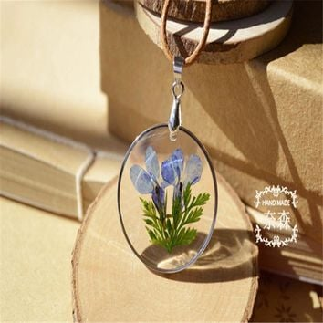 Vintage Bronze Color Round Drop Water Shaped Glass Dried Flower Bottle Pendant Necklace for women Jewelry