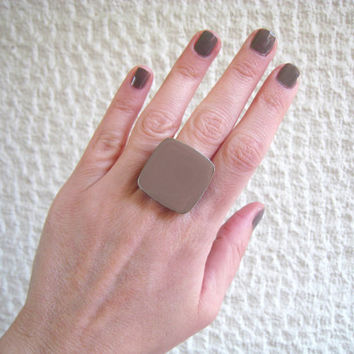 Tan taupe beige khaki cafe au lait light brown chocolate statement ring, glass dome big chunky silver adjustable earthy modern greek jewelry