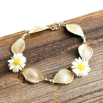 Vintage 12k Gold Filled Flower & Leaf Bracelet -  Retro Gold Tone Lucite Daisy Costume Jewelry / White Flowers
