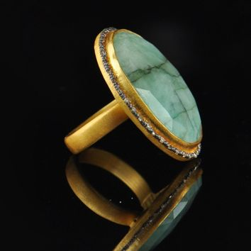Vintage Oval Emerald and Antique Cut Diamonds Ring
