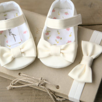Set of IVORY, WHITE or CREAM baby girl shoes and bow headband, christening baptism outfit, elegant dressy crib shoes