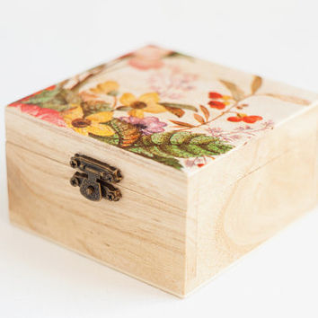 READY TO SHIP - Wooden treasury box with wild flowers - Gift idea, jewelry box, storage box, romantic, rustic, decor, decoupage style