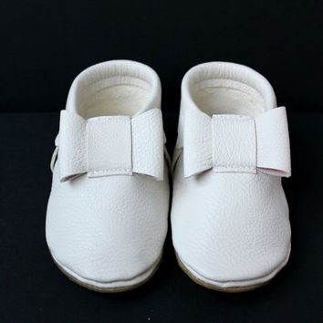 White baby girl bow moccasins Newborn, infant, toddler mocs