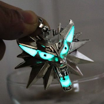 2017 Glowing wolf Necklace glow The Witcher 3: Wild Hunt Necklace GLOW in the DARK night Fluorescent gifts men women girls