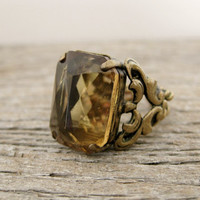 vintage 1950s faceted amber glass cocktail ring. BAGUE COURONNE.