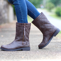 Tipton Quilted Back Zippy Boots {Brown}