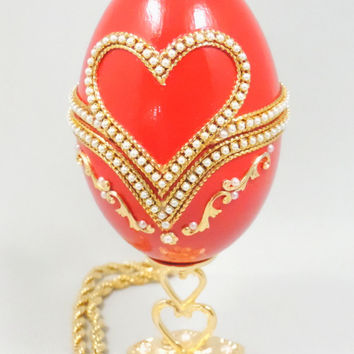 Red Presentation Box Hearts of Love Jewelry Box Weeding Ring Keepsake Box Decorated Goose Egg Faberge Style Egg Art Ornament
