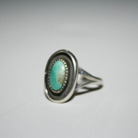 Beautiful Sterling Silver Ring With Turquoise Vintage Ring Size 7.5- free ship US