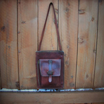 rare vintage FRYE slim profile whiskey brown leather crossbody organizer. unisex organizer. unisex crossbody. distressed satchel