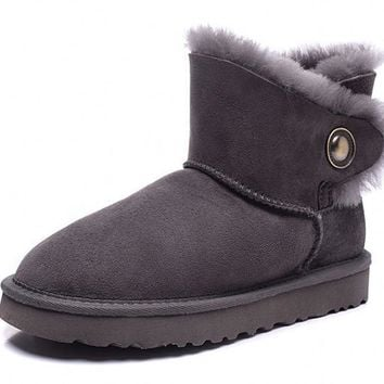 Winter female models Sheepskin snow boots / lady leather flat low cylinder boots / war