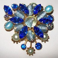 Designer Brooch Pin Judy Lee Blue Rhinestone & Giver Crystals Tiered Gold Metal 2.5 in Vintage