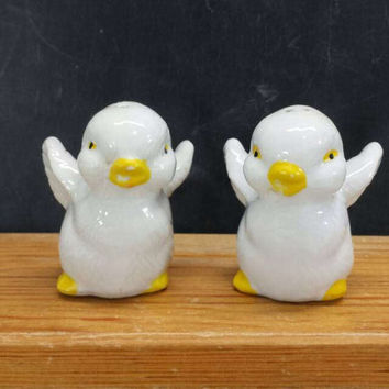 Baby Chick Salt and Pepper Shakers Ceramic Vintage Easter Spring Rustic Farmhouse Kitchen Decor Bird Collectibles