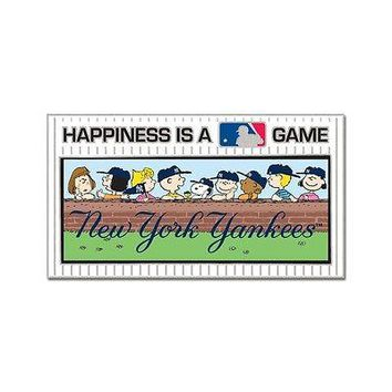 NEW YORK YANKEES PEANUTS GANG HAPPINESS IS A GAME COLLECTOR PIN NEW WINCRAFT
