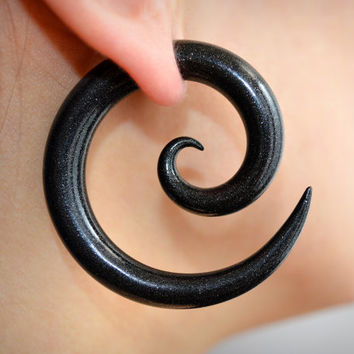 "Spiral Gauges or Ear Plugs in size 4g, 2g, 0g, 00g, 7/16"", 1/2"", 9/16"", 5/8"" ― 5mm, 6mm, 8mm, 10mm, 11mm, 13mm, 14mm, 16mm"
