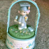 """PRECIOUS MOMENTS GRADUATION VINTAGE MUSIC BOX """"THE LORD BLESS YOU AND KEEP YOU"""""""