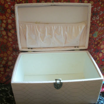 Vintage 1960's VANITY CASE -  Pink Vinyl with Gold Threading