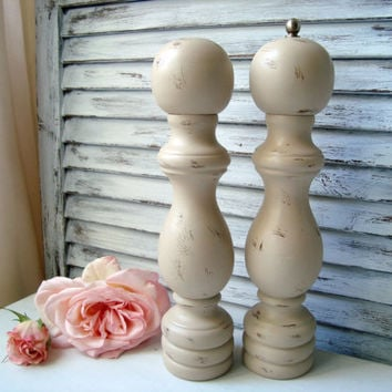 Shabby Chic Tan Pepper Grinder and Salt Shaker Set, Distressed Pepper Mill and Salt Shaker, Vintage Wooden Shaker Set, Cottage Chic