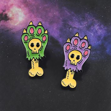 Zombie Paw Bone Brooch Animal Sharp Claw Skeleton Hand Skull Enamel Pin Backpack Coat Hat Gothic Badge Punk Halloween Jewelry