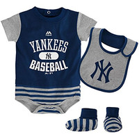 New York Yankees Infant 3 Piece Little Player Set Creeper/Bib/Booties (size 24 months)
