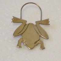 Vintage Frog Pin by Detti gold frog treasuresrtimeless scarf pin, brooches  vintage frog by Detti