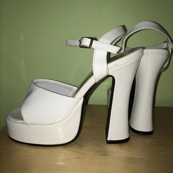 90s does 70s White Patent Platform Sandals / Size 7