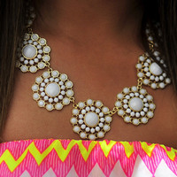 Dollop Of Daisy Necklace: White | Hope's