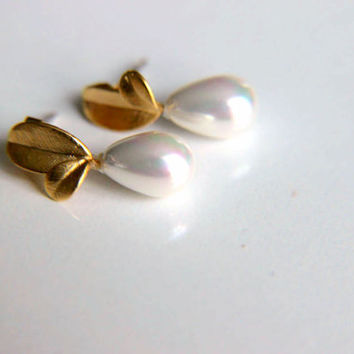 Earrings: White iridiscent pearls with leaf findings combined with gold plated plated metal leaves gift for wedding, valentines mother's day