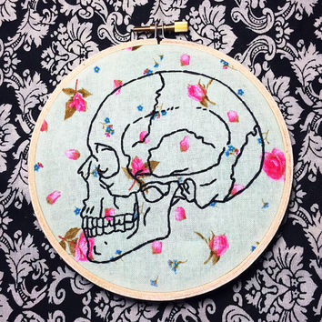 Skull Floral Hand Embroidery Skeleton Wall Art Macabre Vintage Wall Art Embroidery Hoop Art Bone Wall Art Floral Embroidery Halloween Skull