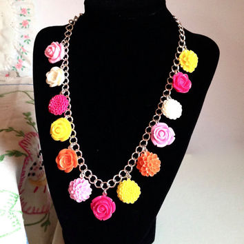 Colorful flower necklace, flower charm necklace, chrysanthemum necklace, rose necklace, chain link necklace, garden inspired necklace
