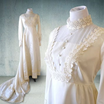 1960s Edwardian Style Wedding Gown Ivory Long Sleeves Union Made