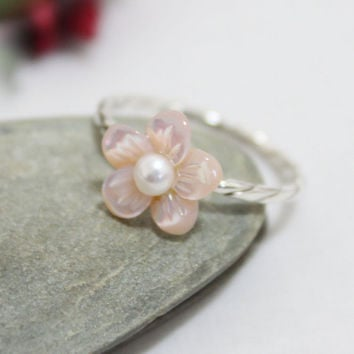 Pink Flower Ring/ Pink Mother of Pearl Flower Ring/ Dainty Flower Ring/ Cute Ring
