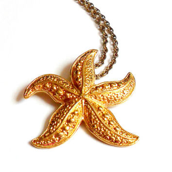 Vintage Avon Starfish Pendant Necklace Gold Tone