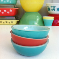 Rare Agee Pyrex Pink and turquoise dishes! Cute, little Australian Pyrex ramekin/ pudding bowls! Set of three.