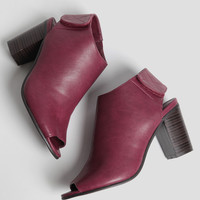 City Views Ankle Boots In Burgundy