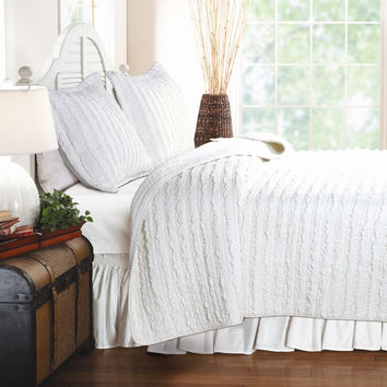 Full 3-Piece Quilt Set 100-percent Cotton White Ruffled Stripes Reversible