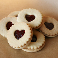 Linzer cookies strawberry raspberry 12 pieces linzer kekse guezli