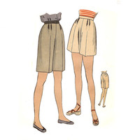 Classic Dress Shorts Easy to Make Vogue 5631 Sewing Pattern Circa 1940 Waist 24 Hip 33