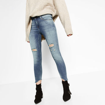 MID RISE JEANS WITH RIPPED HEM
